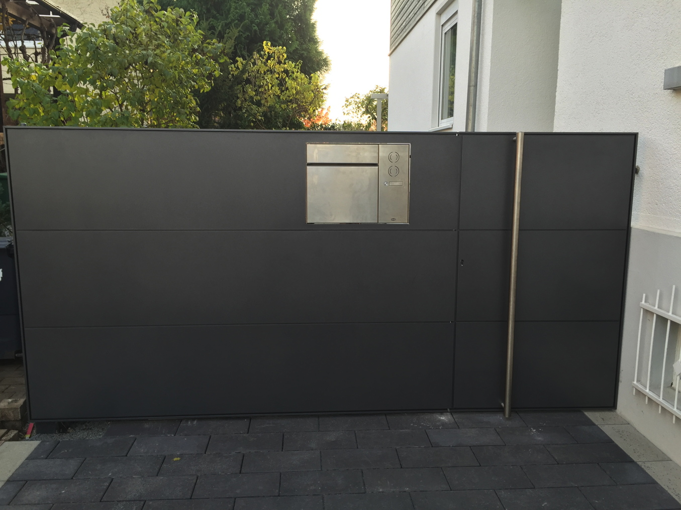 tore und einfahrten aus metall schmidt metallbau rhein main. Black Bedroom Furniture Sets. Home Design Ideas